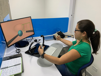 A surgical resident is training using SIMISGEST-VR. Source: Image created by the Authors; Copyright: The Authors; URL: http://games.jmir.org/2020/4/e19723/; License: Creative Commons Attribution (CC-BY).