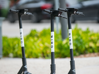 Electric Bird scooters. Source: Shutterstock; Copyright: Felix Mizioznikov; URL: https://www.shutterstock.com/image-photo/fort-lauderdale-fl-usa-july-8-1447613165; License: Licensed by the authors.
