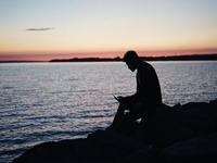 Source: Needpix; Copyright: StockSnap; URL: https://www.needpix.com/photo/1046144/people-man-alone-shadow-silhouette-phone-technology-water-ocean; License: Public Domain (CC0).
