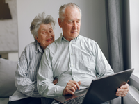 Source: freepik; Copyright: prostooleh; URL: https://www.freepik.com/free-photo/elegant-old-couple-sitting-home-using-laptop_7376583.htm#page=3&query=person+using+laptop&position=14; License: Licensed by JMIR.