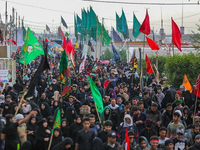 Arbaeenia mass gathering. Source: Wikimedia Commons; Copyright: Alireza Vasigh Ansari; URL: https://commons.wikimedia.org/wiki/File:Arbaeen_pilgrimage_walk_01.jpg; License: Creative Commons Attribution (CC-BY).
