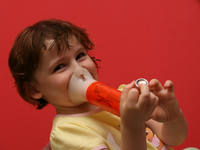 Pediatric asthma. Source: Wikimedia Commons; Copyright: Tradimus; URL: https://commons.wikimedia.org/wiki/File:Asthma_spacer.JPG; License: Creative Commons Attribution + ShareAlike (CC-BY-SA).