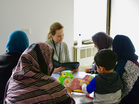 Researcher in antenatal clinic during screening program recruitment. Source: Rebecca Blackmore; Copyright: The Authors; URL: https://www.researchprotocols.org/2019/8/e13271/; License: Creative Commons Attribution (CC-BY).