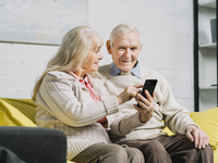 Alternative TOC image. Source: Freepik; Copyright: Freepik; URL: https://www.freepik.com/free-photo/senior-couple-using-smartphone_3552402.htm#page=1&query=elderly%20phone&position=29; License: Licensed by JMIR.