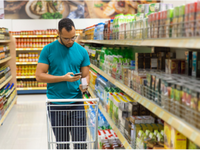 Source: Freepik; Copyright: pch.vector; URL: https://www.freepik.com/free-photo/focused-african-american-man-reading-shopping-list-smartphone_6628375.htm#page=1&query=grocery%20phone&position=1; License: Licensed by JMIR.