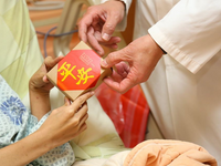 """平安""  is a Chinese greeting to represent ""hope you're well"". Source: Taichung Veterans General Hospital; Copyright: Taichung Veterans General Hospital; URL: https://www.facebook.com/vghtc/photos/pcb.1671158729638009/1671167936303755/?type=3&theater; License: Licensed by JMIR."