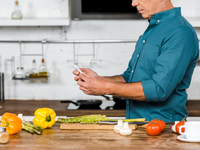 Diabetes management. Source: Colourbox; Copyright: Colourbox; URL: https://www.colourbox.com/image/cropped-image-of-middle-aged-man-using-smartphone-while-cooking-in-kitchen-image-36886895; License: Licensed by the authors.