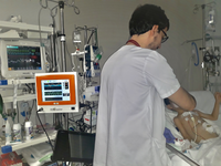 Use of the analgesia-nociception index monitor in a pediaric patient. Source: Image created by the Authors; Copyright: The Authors; URL: http://www.jmir.org/2020/3/e16013/; License: Creative Commons Attribution (CC-BY).