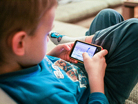 The Guess What mobile system. Source: Pikrepo; Copyright: Pikrepo; URL: https://www.pikrepo.com/fcmxb/kids-like-mobile-games; License: Licensed by the authors.