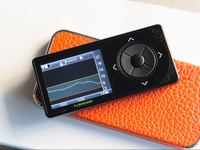 The Dexcom G4 continuous blood glucose monitor. Source: Flickr; Copyright: Pearlsa; URL: https://www.flickr.com/photos/pearlsa/14297901063/in/photolist-nMstRz-f7FZPj-d5bqrY-ey8cd6-f7t3BB-dtRAc6-ei65Zs-f8Eoct-d5bqgG-dHVW5E-mynKUH-dqwGKy-eybn3q-eybnHL-eybn9Y-ey8bJB-ey8bqk-eybnU7-ey8aTp-ey8c3a-eybnAN-eybmPm-ey8bcH-eybnZm-daETs9; License: Creative Commons Attribution + Noncommercial (CC-BY-NC).