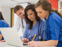 Medical students talking in a group. Source: iStockphoto; Copyright: Creative Commons; URL: https://www.istockphoto.com/photo/medical-students-sitting-and-talking-gm532548533-56073058; License: Licensed by the authors.