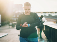 Source: iStock by Getty Images; Copyright: pixelfit; URL: https://www.istockphoto.com/no/photo/sportswoman-looking-at-her-smart-watch-gm930607780-255126228; License: Licensed by the authors.