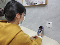 Patients are using mobile devices to visit Internet hospitals for consultation. Source: Image created by the authors; Copyright: The Authors; URL: http://www.jmir.org/2021/1/e21825/; License: Creative Commons Attribution (CC-BY).