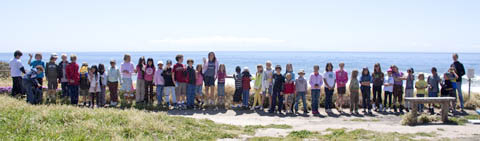 Children lined up to show length of gray whale