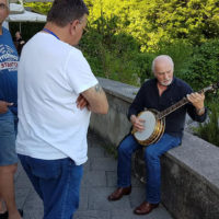 Cgreg Cahill checks out a banjo at Bluegrass Camp Germany 2017