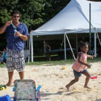 Fun in the sun at the August 2017 Gettysburg Bluegras Festival - photo by Frank Baker