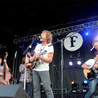 Sam Bush famming with the 'Dusters at the 2017 Festy Experience - photo by Teresa Gereaux