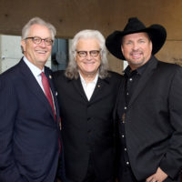 Kyle Young, Ricky Skaggs, and Garth Brooks at the Country Music Hall of Fame (10/21/18) - photo byTerry Wyatt/Getty Images