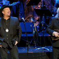 Garth Brooks performs with Ricky Skaggs at the Country Music Hall of Fame (10/21/18) - photo byTerry Wyatt/Getty Images