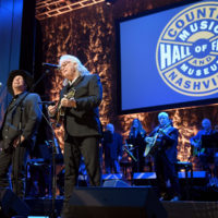Garth Brooks performs with Ricky Skaggs at the Country Music Hall of Fame (10/21/18) - photo byJason Kempin/Getty Images