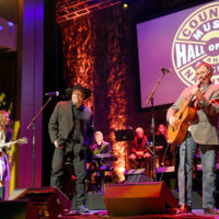 Sierra Hull, Garth Brooks, and Larry Cordle do Highway 40 Blues as Ricky Skaggs is inducted into the Country Music Hall of Fame (10/21/18) - photo byJason Kempin/Getty Images