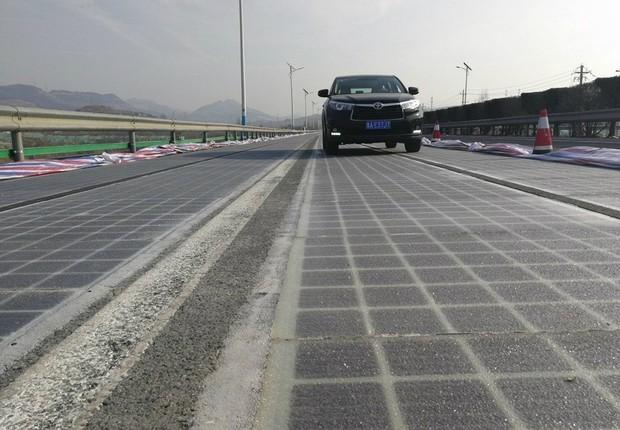China inicia testes da primeira rodovia no mundo que capta energia solar.