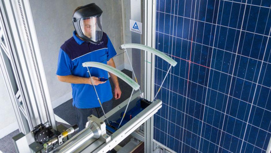 Painel solar resiste a chuva de granizo