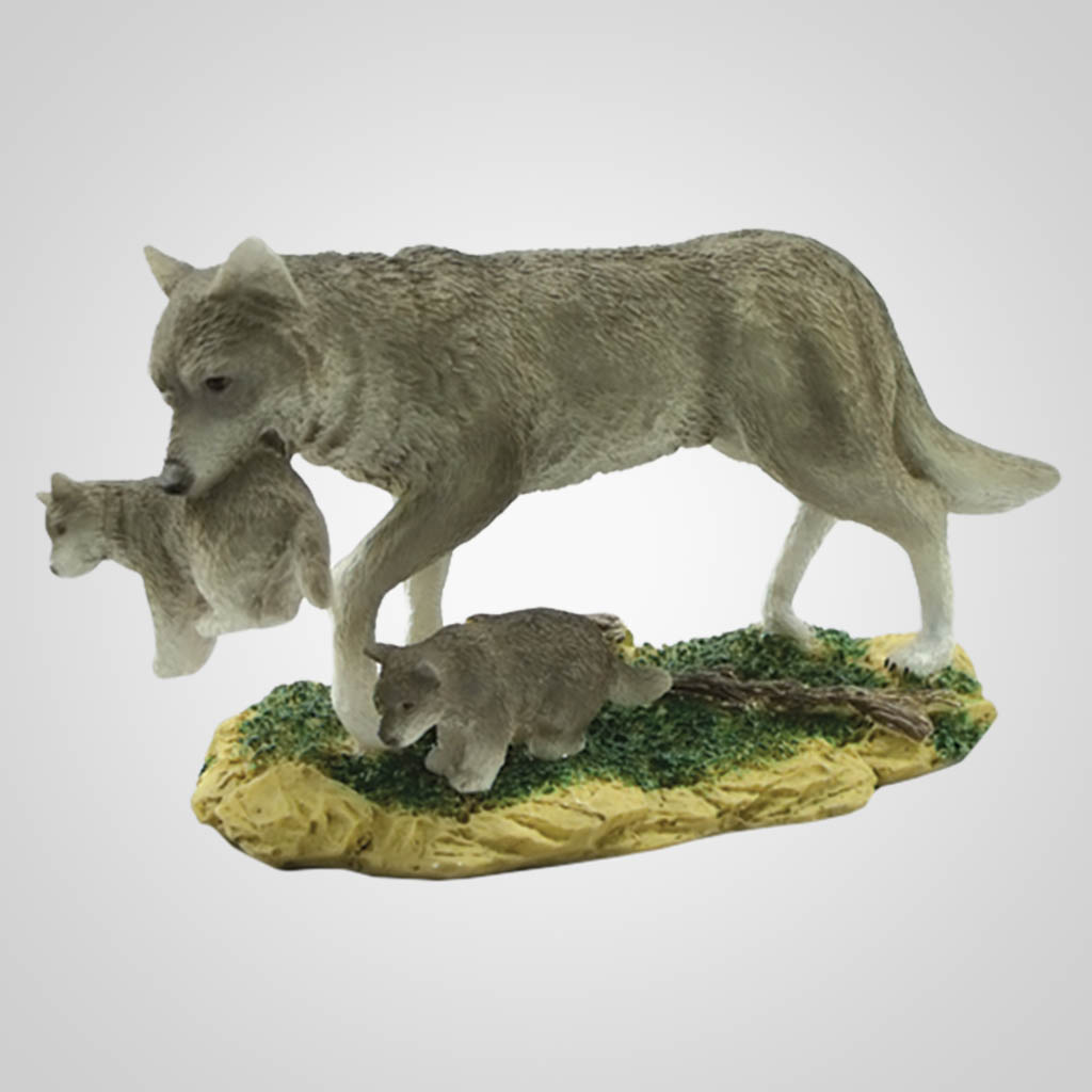 17813 - Wolf Carrying Pup