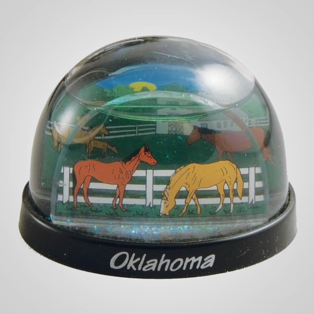 16532 - Horse Farm Waterglobe, Name-Drop