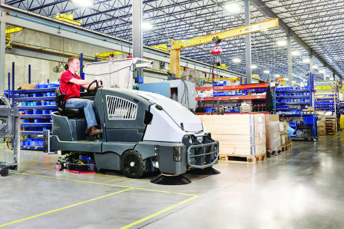 CS7010 sweeping and scrubbing in a warehouse