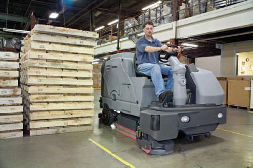 Warehouse cleaning with the SC800 floor scrubber