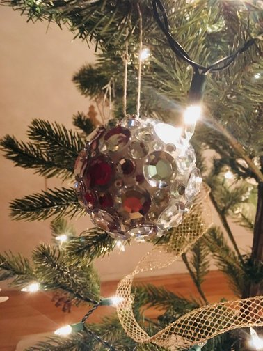 diy-christmas-ornaments-sticky-stones-end-result