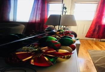 holiday-decorating-on-a-budget-christmas-garland