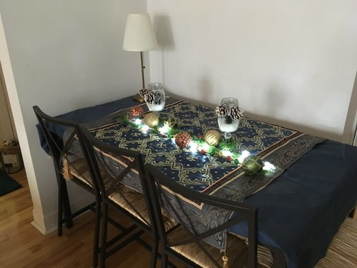 holiday-decorating-budget-dining-table