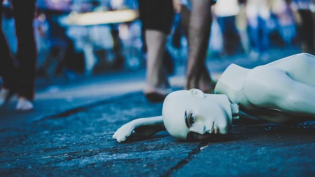 grief-broken-mannequin-ignored-street-pain