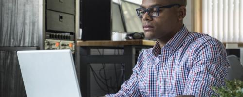 How To Become An IT Technician - Job Description & More