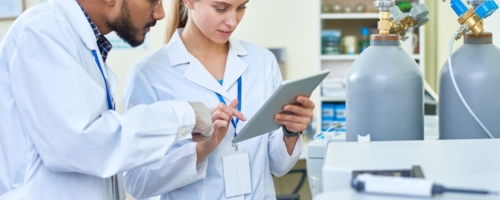 What's the Difference Between a Pharmacy Assistant and a Pharmacy Technician?
