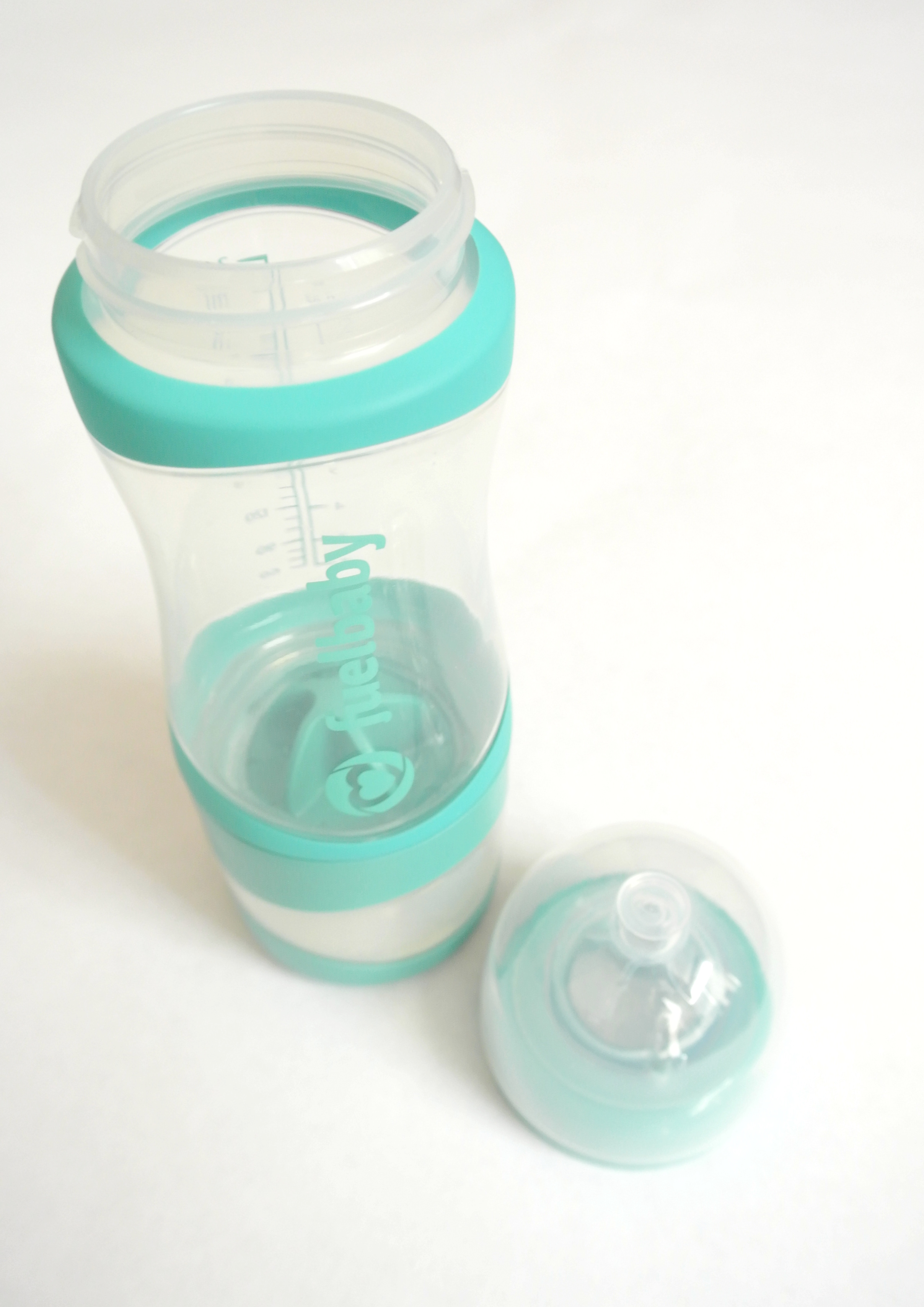 fuelbaby, bottle, baby, feeding, formula, dual, 2 in 1, review, sponsored, product, gadget, new, easy to use, blue, yellow, pink, powder, agitator, fueler, water, shake, to go, tester, momlife, babyhood, motherhood, parenthood, momblogger