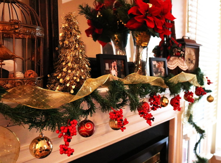christmas, 2017, holiday, lifestyle, diy, garland, mantle, photo shoot, gifts, gift guide, ideas, do it yourself, traditions, cards, photos, presents, decorations, decor, indoor, outdoor, lights, reindeer, sleigh, ornaments, ribbon, berries, frugal, cheap, money saving, splurge, him, her, kids, teens, family, momblogger, new, fireplace, santa, christmas tree