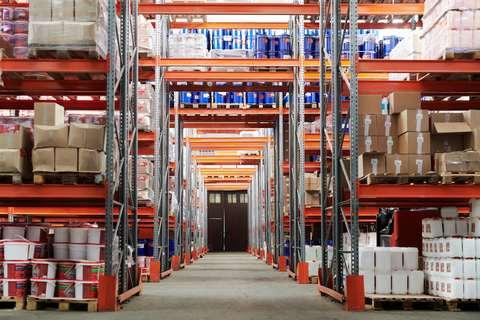 https://s3.us-east-2.amazonaws.com/media.myelisting.com/articles/1027-commercial-industrial-warehouse-market.jpg