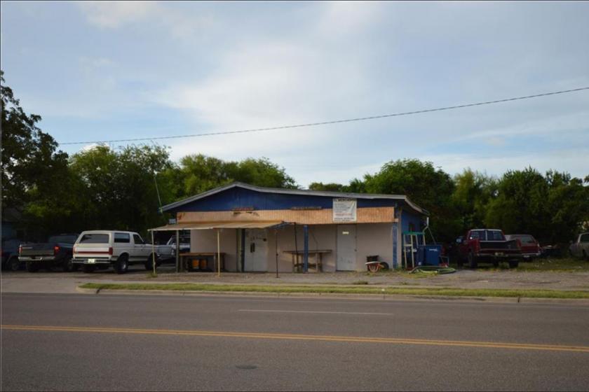 4006 Baldwin Blvd Corpus Christi, TX 78405 - alt image 2