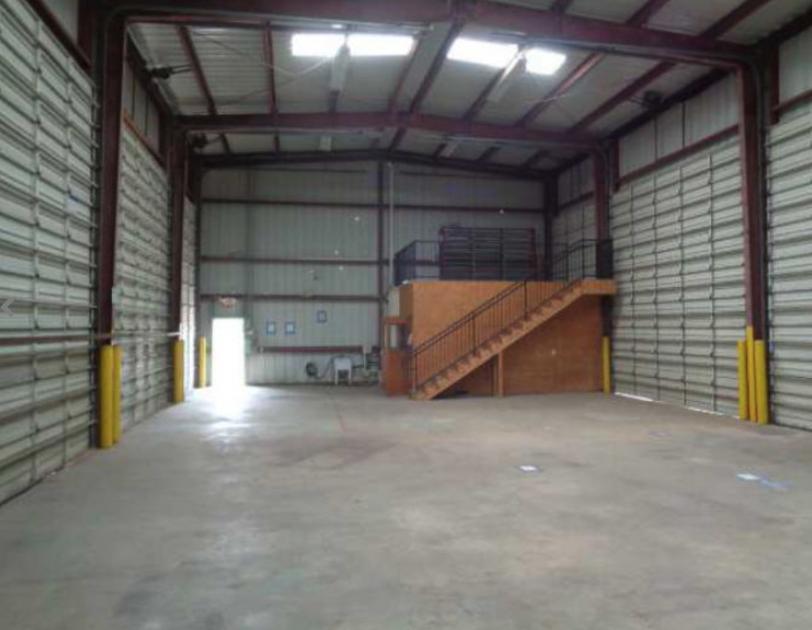 E Bowie St Fort Worth, TX 76104 - alt image 2