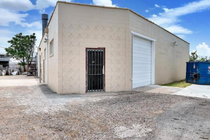 3131 S Grove St Fort Worth, TX 76110 - alt image 2