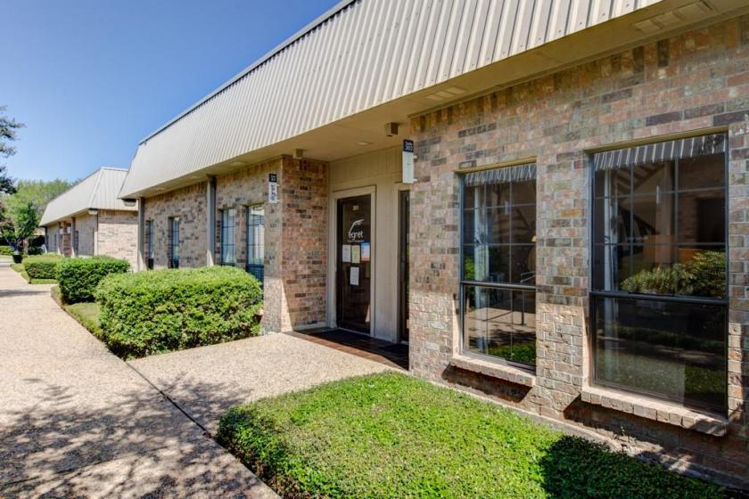 8701 Shoal Creek Boulevard, 302  304 - main image