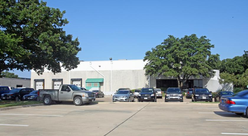 734 North Carrier Parkway Grand Prairie, TX 75050 - alt image 2