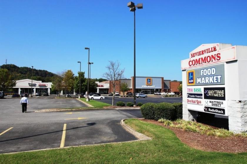 534 Winfield Dunn Parkway Sevierville, TN 37876 - alt image 2