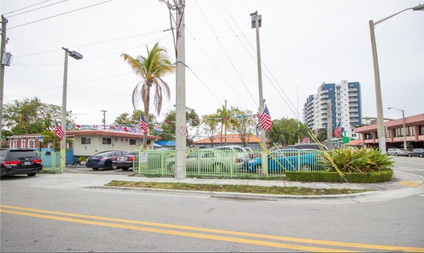 705 Northwest 18th Place Miami, FL 33125 - alt image 2