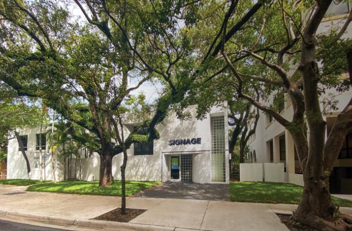 2871 Oak Avenue Miami, FL 33133 - main image
