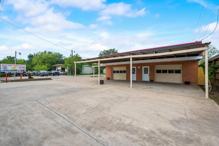 2203 South Gordon Street Alvin, TX 77511 - alt image 3