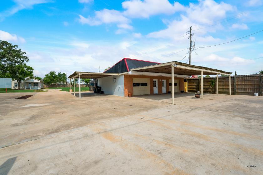 2203 South Gordon Street Alvin, TX 77511 - main image